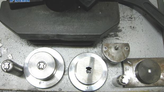 Moldes para la elaboración de las piezas de la marca Tous