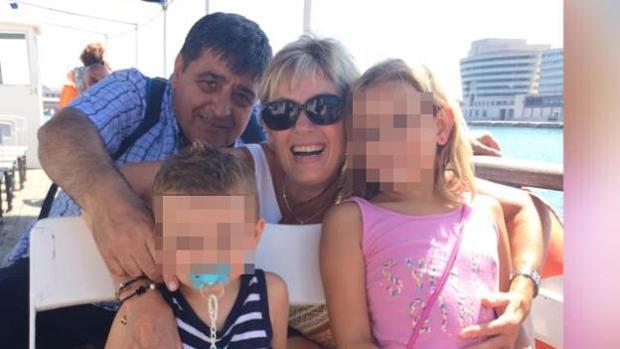 Francisco López Rodríguez, natural de Lanteira (Granada), junto a su familia. Es la primera víctima identificada del atentado en Las Ramblas de Barcelona.