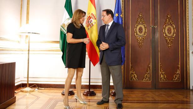 Diaz y González de Lara posan antes de reunirse en San Telmo