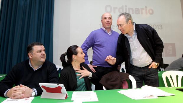 Antonio Ruiz y Rafaela Crespín, con Durán, durante un acto del PSOE