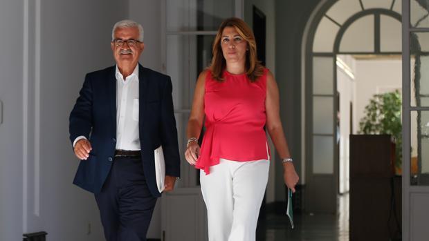 Susana Díaz junto al vicepresidente Manuel Jiménez Barrios antes de la ronda de consultas en San Telmo