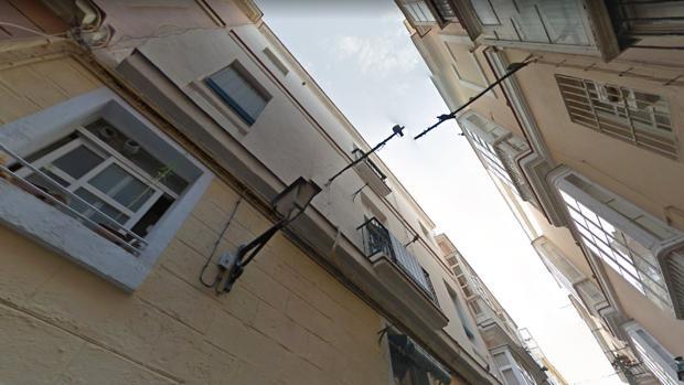 Inmueble de la calle Benjumeda, en Cádiz, donde se ha producido el derrumbe