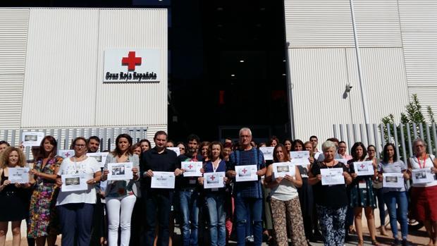 Minuto de silencio por la cooperante en la sede de Cruz Roja de Córdoba