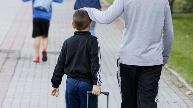 Piden once meses de cárcel a un padre en Córdoba por pegar a su hijo una paliza al ver sus malas notas