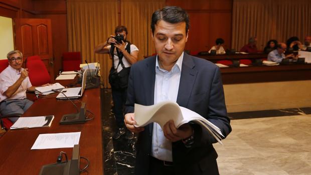 José María Bellido, portavoz del PP en el Ayuntamiento de Córdoba, este martes en el Pleno