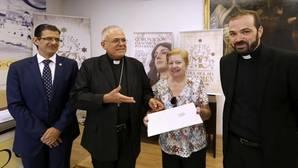 El obispo, el párroco y los responsables de la coronación