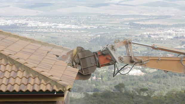 Derribo de una casa ilegal en Córdoba