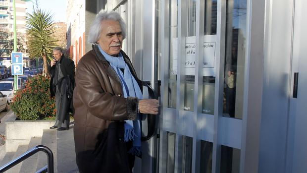 Rafael Gómez, entrando a los juzgados durante su juicio por fraude fiscal