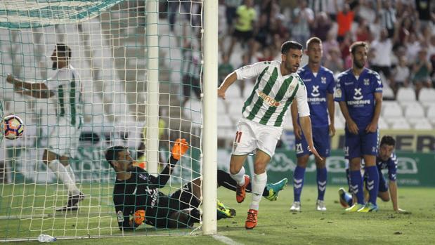 Alfaro celebra el gol del triunfo por 1-0 ante el Tenerife del curso pasado
