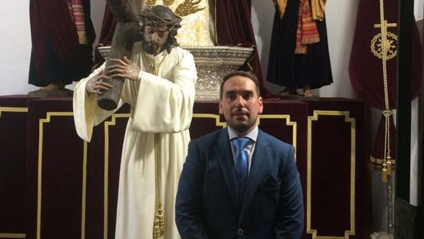 Juan Luis Merchán, junto al Señor del Buen Suceso