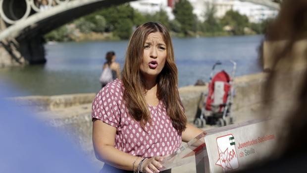 Verónica Pérez en Sevilla triplicó los avales necesarios para presentarse