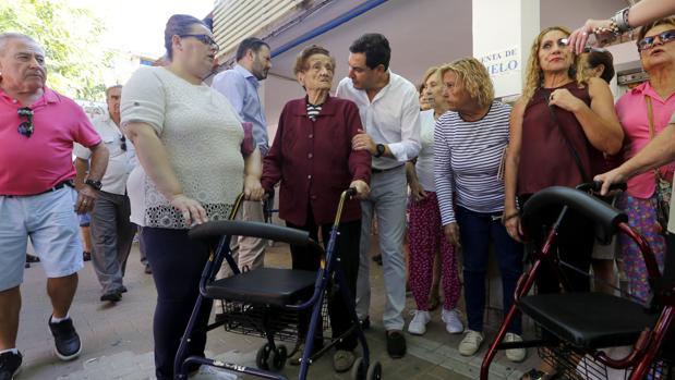 El presidente del PP-A habla hoy en la Fuensanta con vecinas afectadas por la falta de ascensores
