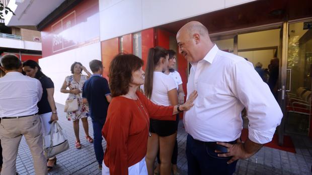 Antonio Ruiz junto a Carmen Calvo