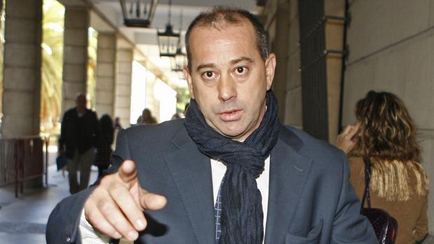 El exfutbolista José Antonio Gómez Romo, alias 'Pizo' Gómez será enjuiciado dentro de las causas de los ERE