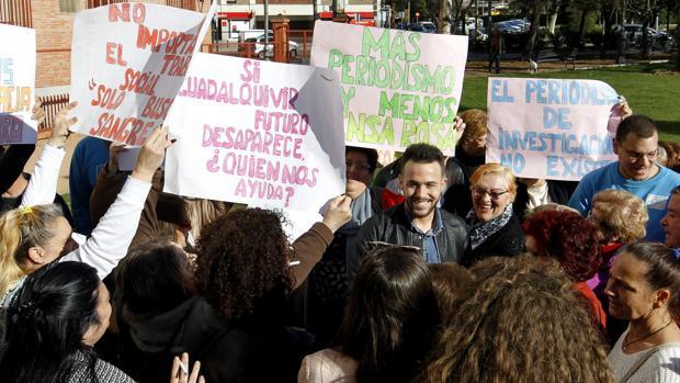 Cristian Menacho, arropado por los suyos durante una declaración en los juzgados