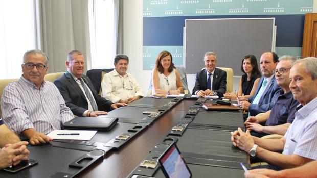 El alcalde de Lucena, ayer en la reunión en la que se conocieron detalles del proyecto