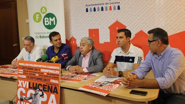Autoridades en el acto de presentación de la Copa Andalucía de balonmano