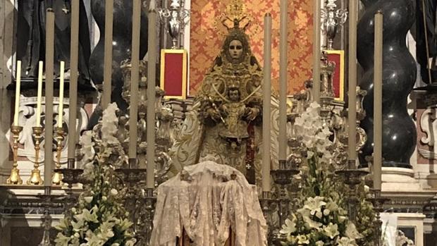 La Virgen del rosario recorre este sábado las calles de Cádiz