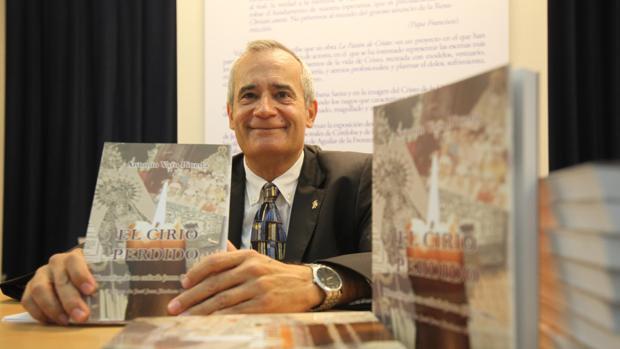 Antonio Varo, durante la presentación de su libro