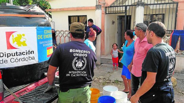 Dos bomberos de la Diputación han viajado a la República Dominicana para auxiliar tras el huracán