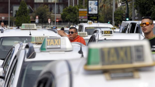 Taxistas en una concentración celebrada en Córdoba hace dos años