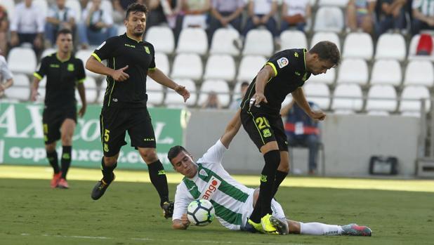 Sergi Guardiola entra a Hugo Álvarez para robarle el esférico