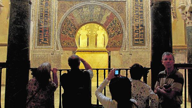 Turistas en la Mezquita-Catedral de Córdoba