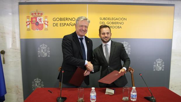 Primo y González estrechan sus manos