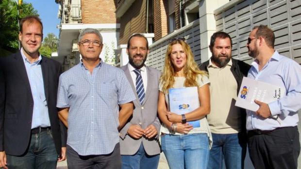 Juan Cassá, en el centro, junto a los portavoces de las asociaciones policiales