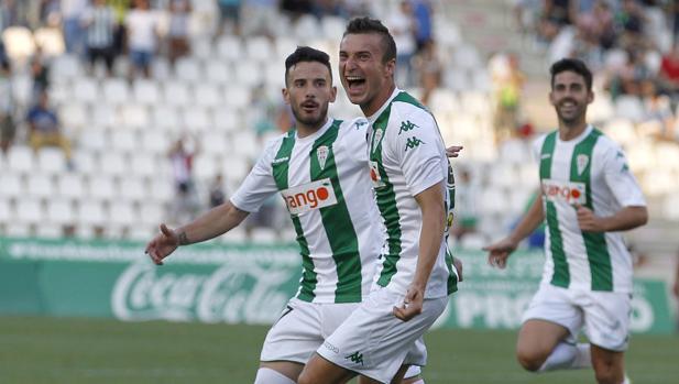 Sasa Markovic celebra el 1-0 del Córdoba ante el Alcorcón