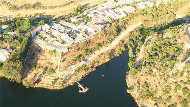 Vista aérea del entorno del pantano del Bembézar donde irá el parque multiaventura de Hornachuelos