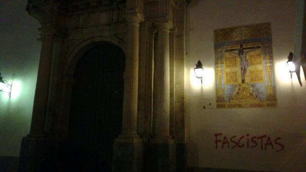 Pintada en la fachada de La Trinidad