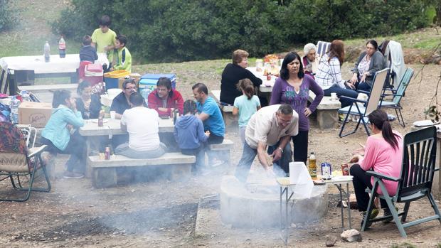 Una familia celebrando San Rafael en Los Villares el año pasado