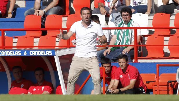 Luis Carrión se lamenta durante el partido contra el CD Lugo