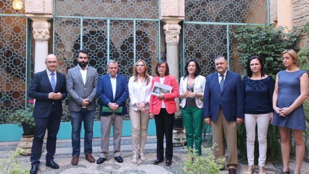 La consejera de Justicia, con los delegados de la Junta en Córdoba