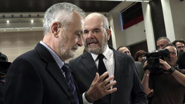 Los expresidentes de la Junta José Antonio Griñán y Manuel Chaves en una imagen de archivo