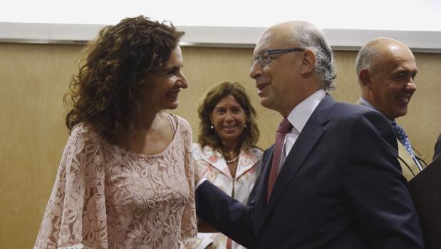 Ls consejera andaluza María Jesús Montero y el ministro de Hacienda, Cristóbal Montoro