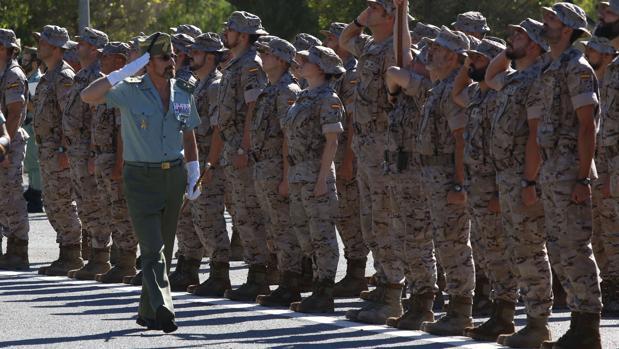 Paso de revista a la tropa que partirá a Irak