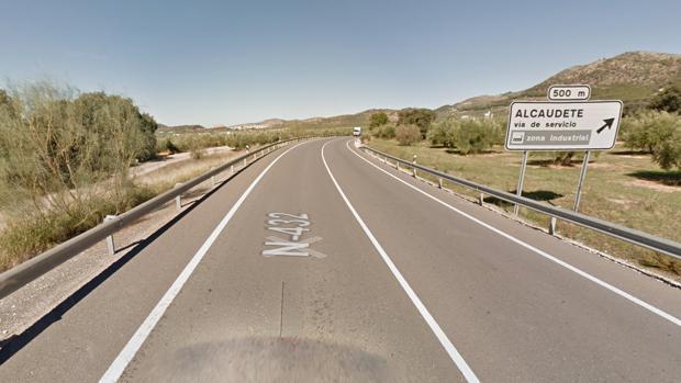 El accidente de tráfico se ha registrado en la N-432 a su paso por la localidad jiennense de Alcaudete