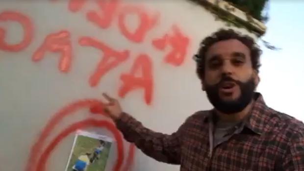 Spiriman, frente a la pintada amenazante que ha aparecido en su casa