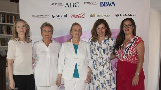 Nuria Rodríguez, Machú Harras, María Victoria Atencia, Ana García y Marina Aranda, en el Museo Carmen Thyssen de Málaga