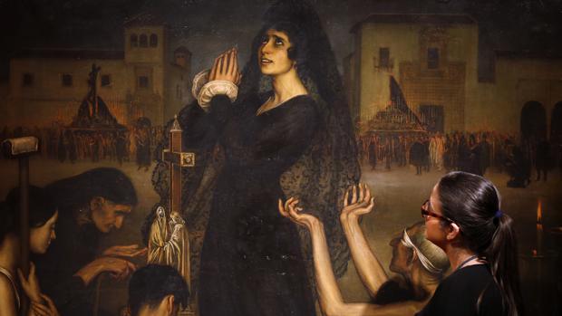 Una joven contempla «La Saeta», en el Palacio de Viana