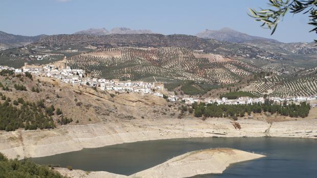 Vista reciente del pantano de Iznájar con las reservas bajas