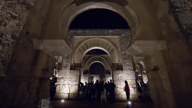 Una de las estancias del yacimiento iluminada el día del estreno del nuevo sistema