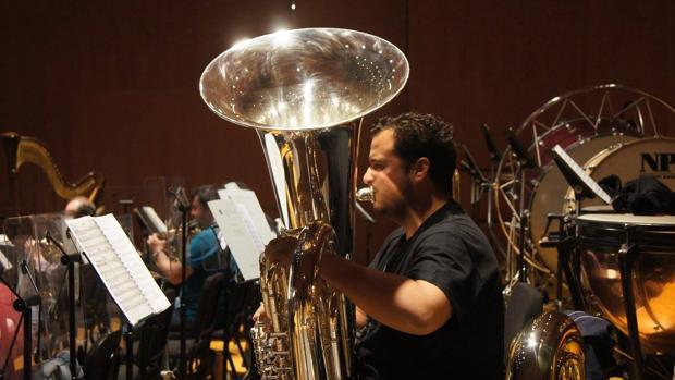 Moisés de la Torre, durante un ensayo con la Orquesta Joven de Córdoba