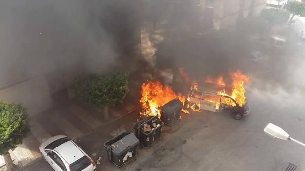 La furgoneta sustraida en pleno incendio