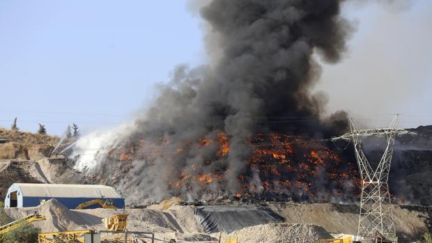 Incendio de la planta de Recicor en la Campiña cordobesa