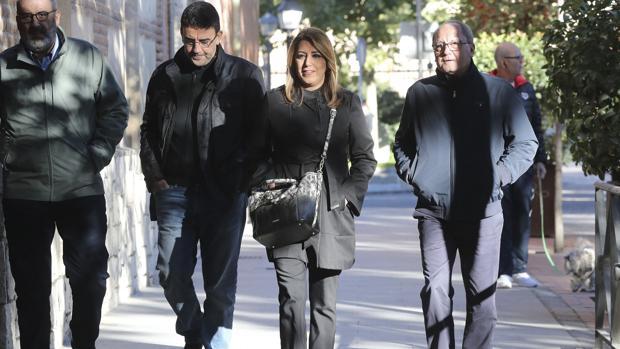 Susana Díaz acompañada por sus hombres de confianza, Máximo Díaz-Cano, Mario Jiménez y Juan Cornejo