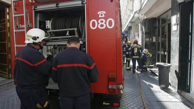 Actuación de los bomberos en una imagen de archivo