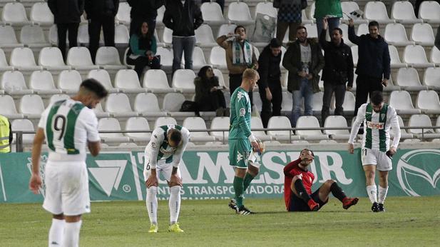 Los jugadores del Córdoba, decepcionados